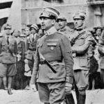 Габриэле д'Аннунцио произносит речь перед своим отрядом после взятия Фиуме, сентябрь 1919 года (фото: Roger-Viollet)