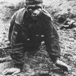 Немецкий снимок раненого красноармейца сразу после боя. Курская дуга, июль 1943 года.