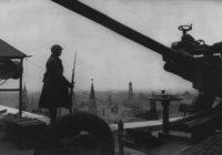 На фото: 1941 год. СССР. Москва. Выносной пост противовоздушной обороны на крыше гостиницы «Москва».