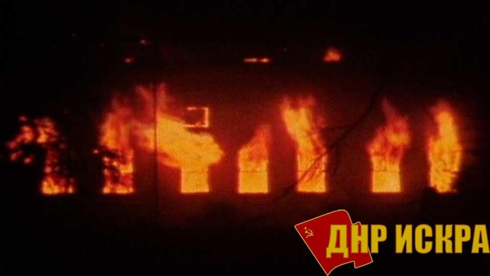Объятый пламенем в результате бомбардировки Гамбург, горит район Альтштадт