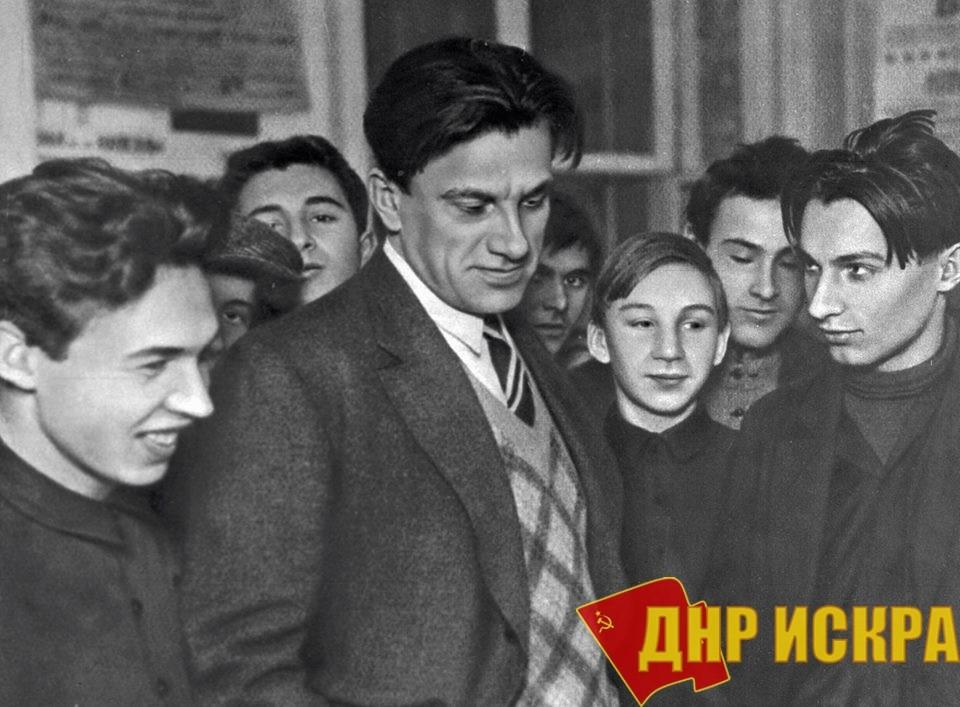 """НЕПОБЕДИМЫЙ МАЯКОВСКИЙ """"Все на помощь Донбассу!"""""""