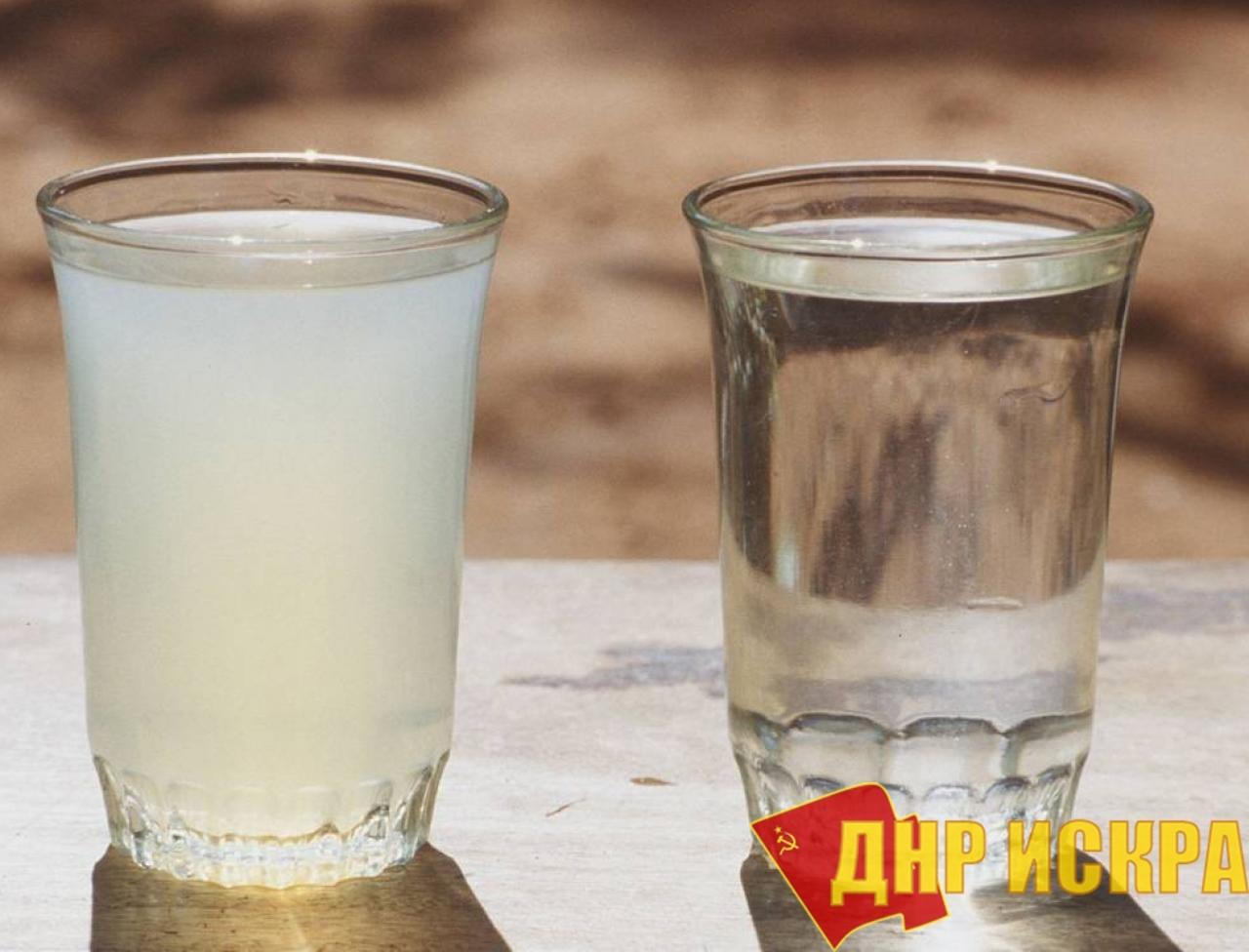 Это не мутная вода, это теория двух стаканов.
