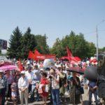 Почти тысяча жителей Карачаево-Черкесии на митинге в Черкесске 28 июля потребовали от Правительства РФ отозвать законопроект о повышении пенсионного возраста, а Главе, Правительству и Народному Собранию КЧР встать на сторону большинства народа республики!