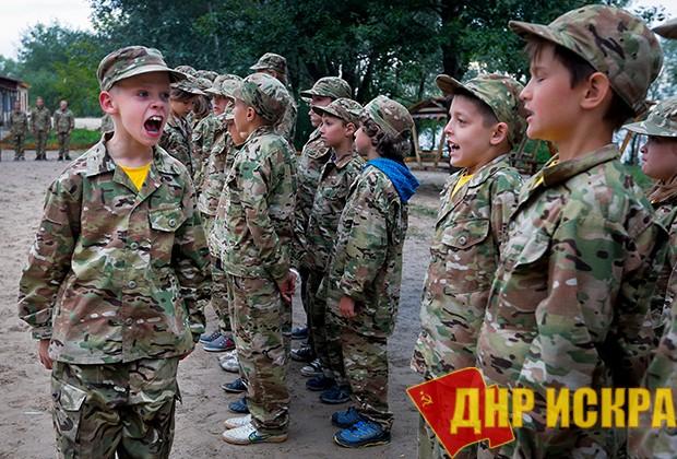 Кадеты лагеря «Азовец» Фото: Efrem Lukatsky / AP