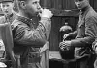 22 августа 1941 года: «Установить, начиная с 1 сентября 1941 г., выдачу водки 40 градусов в количестве 100 г в день на человека (красноармейца) и начальствующему составу войск передовой линии действующей армии».