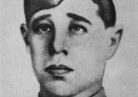 29 августа 1943 года в бою за деревню Жуковка Духовщинского района рядовой Василий Соловьев закрыл своим телом амбразуру вражеского дзота