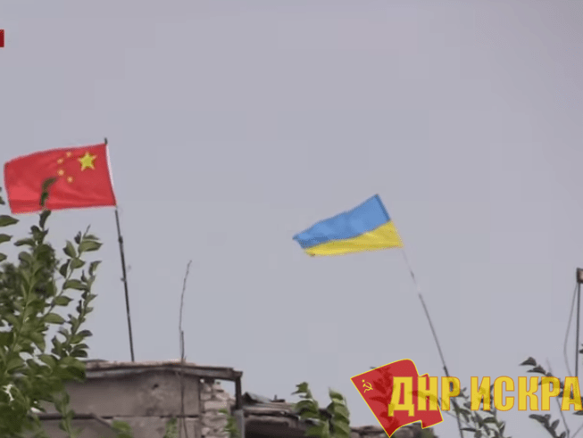 Под Авдеевкой украинские боевики подняли флаг Китая