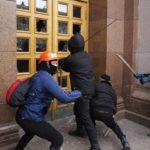 Полиция Киева сочла законным захват фашистами в масках здания университета