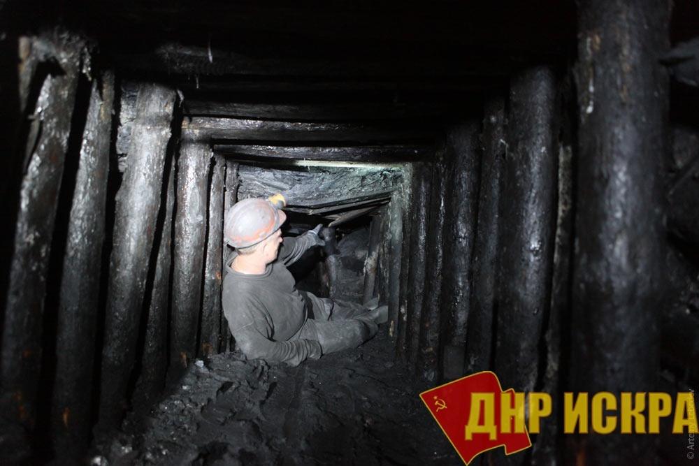 На шахтоуправлении «Волынское», где накануне произошло обрушение кровли в угольной лаве, спасен еще один шахтер.