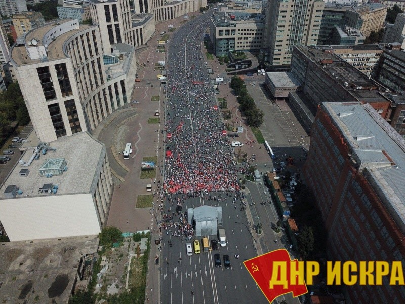 Сбор участников митинга КПРФ 28 июля 2018 года в Москве. До официального начала акции