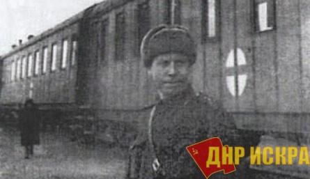 А вот редкое фото – на фоне этого состава позирует его начальник - капитан медицинской службы Табаков Павел Кондратьевич.