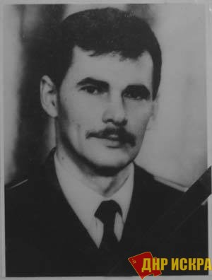 Капитан-лейтенант Игорь Викторович Остапенко, Герой Советского Союза (посмертно) – единственный офицер, который повел свое подразделение на защиту Дома Советов