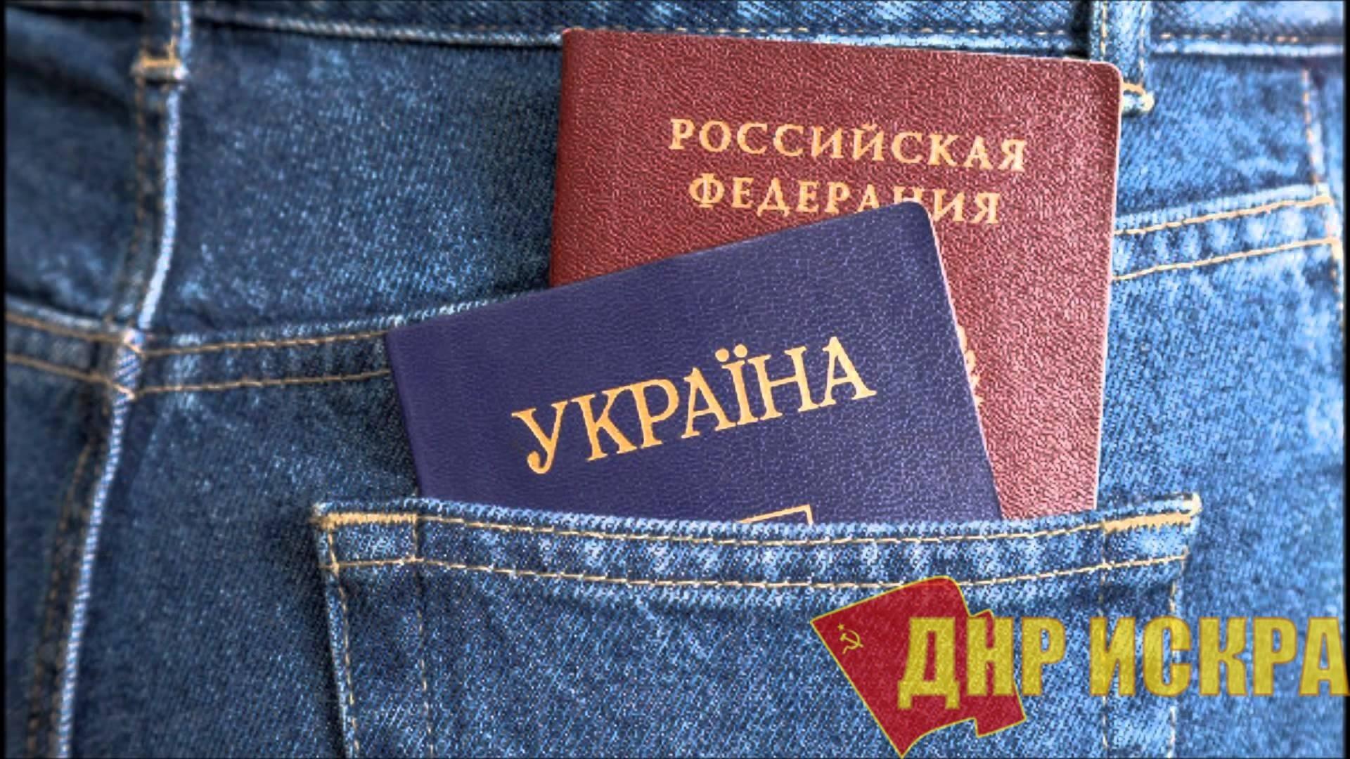 Ласковый телёнок двух маток сосёт: Почему крымчане не спешат избавляться от украинских паспортов?