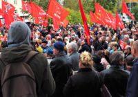 В Екатеринбурге на митинге Медведеву устроили