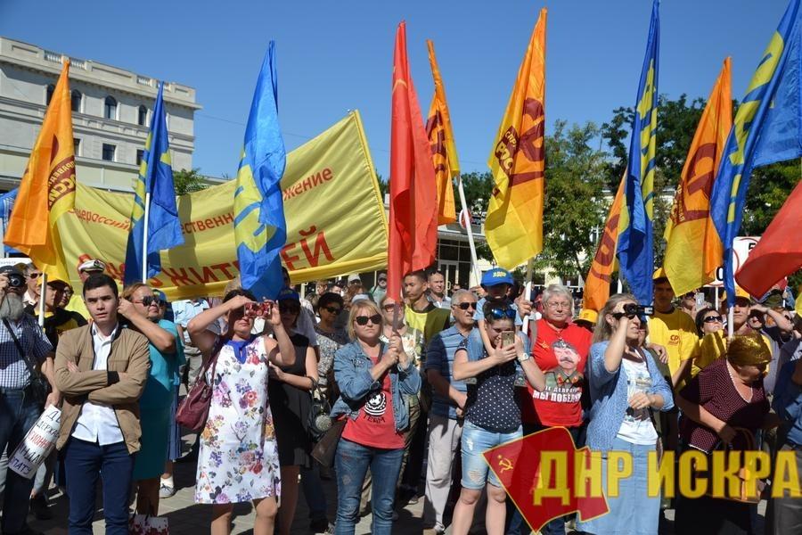 В Астрахани прошел митинг объединенной оппозиции против пенсионного ограбления