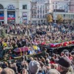 Дончане на всем пути следования траурной процессии прощались с Героем Донбасса Александром Захарченко. (Видео)