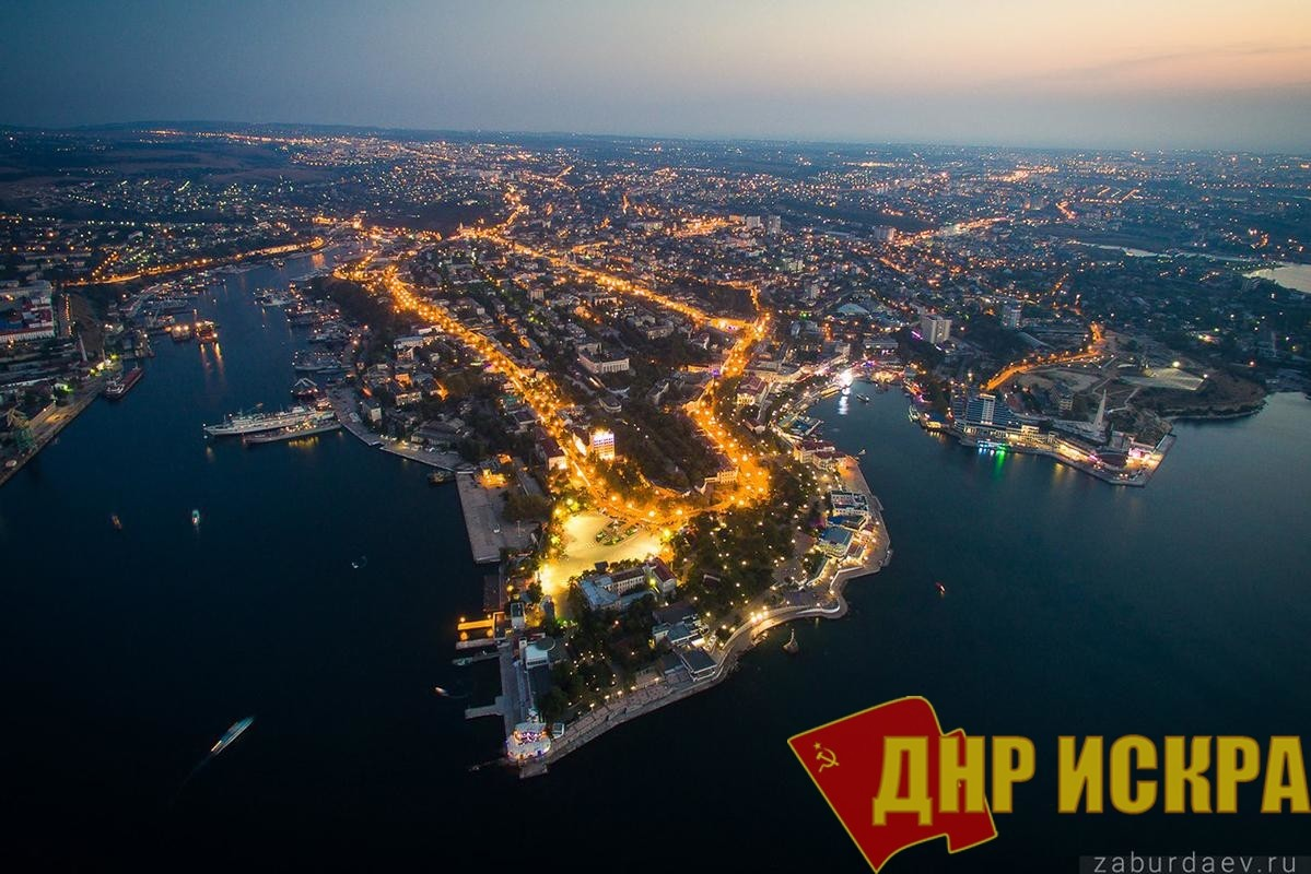 Президент России Владимир Путин заявил, что Севастополь де-юре всегда был в составе России. Получается, что «молния» в 2018 году сообщает нам о нюансах события 1954 года.