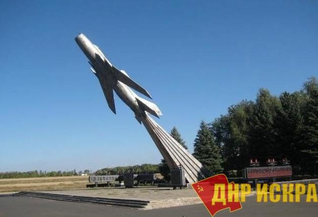 В оккупированной Авдеевке украинские «патриоты» испортили памятник героям Великой Отечественной войны