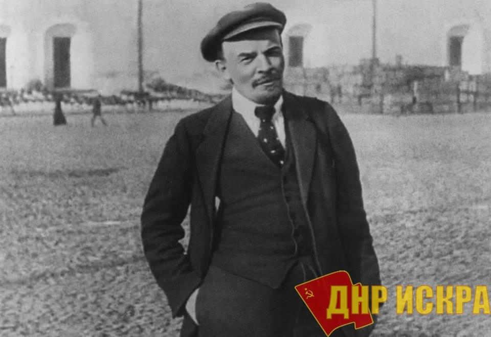 Господа оппортунисты «учат» народ, в издевку над учением Маркса: пролетариат должен сначала завоевать большинство посредством всеобщего избирательного прав