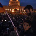 Пашинян призвал людей стягиваться к зданию армянского парламента
