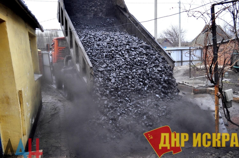 В ДНР начали выдачу бесплатного угля населению