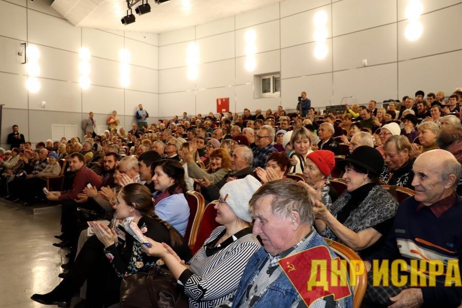 Победа будет за нами! В Абакане состоялась массовая встреча кандидата на пост главы Хакасии Валентина Коновалова с избирателями
