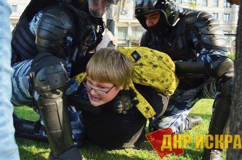 Госдума готовится наказывать родителей митингующих детей