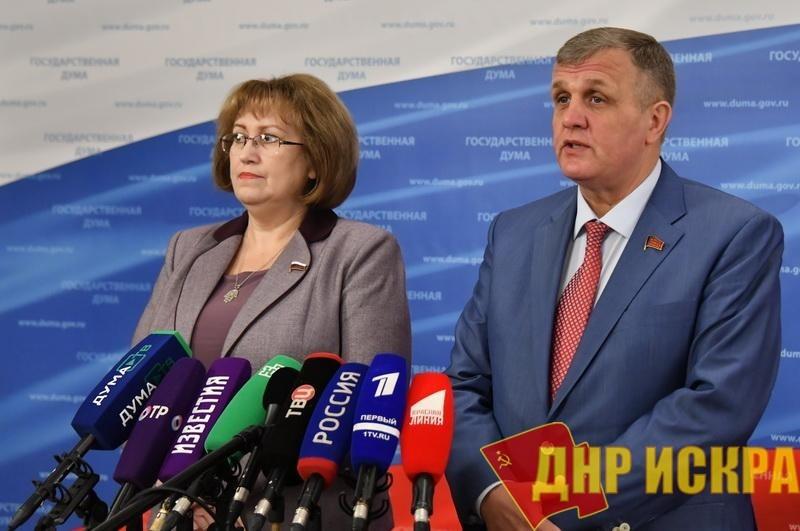 «Проголосуем против такого бюджета». Н.В. Коломейцев и В.А. Ганзя выступили перед журналистами в Госдуме