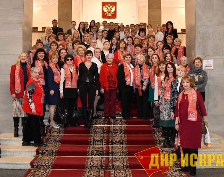 «Матери выбирают социализм». В канун Дня матери коммунисты в Госдуме провели круглый стол