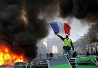 Три недели воевали трудящиеся Франции на улицах