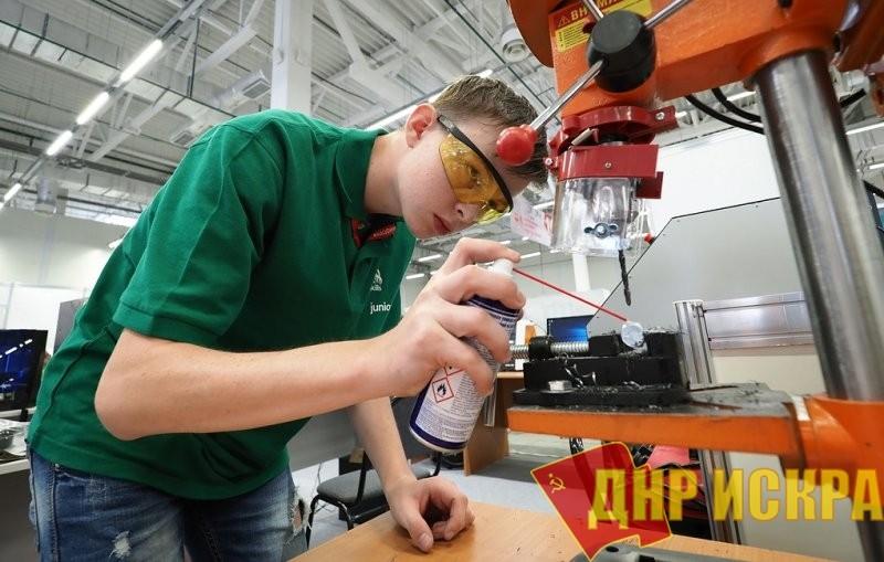 Большинство девятиклассников выбирает рабочие профессии