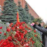 21 декабря в честь 139-й годовщины со Дня рождения И.В. Сталина состоится возложение цветов к его могиле у кремлёвской стены в Москве