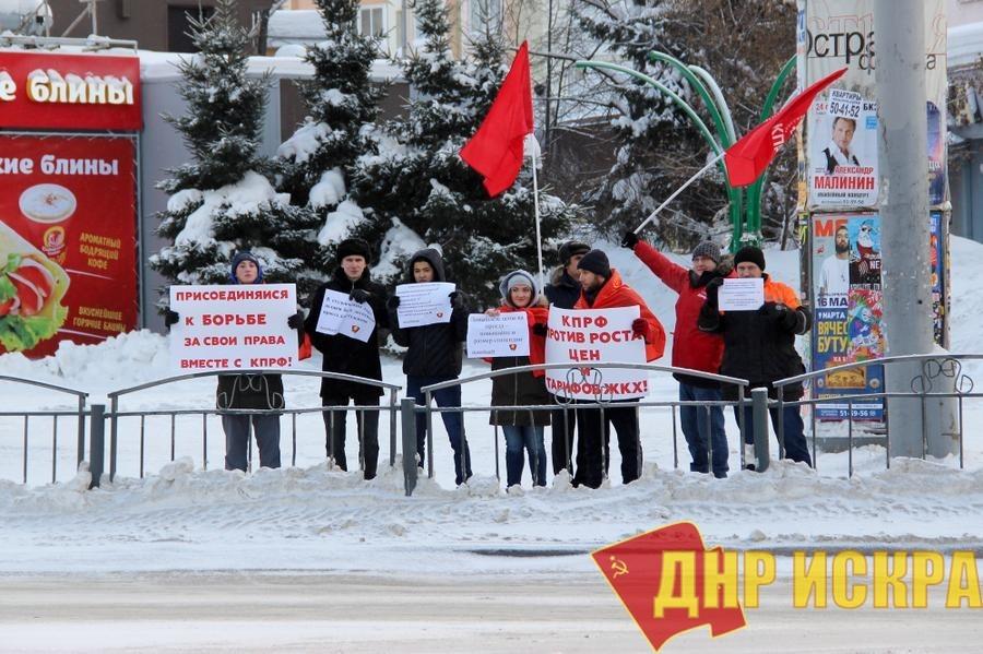 Лидер коммунистов Томской области Наталья Барышникова в канун Нового года вышла в пикет