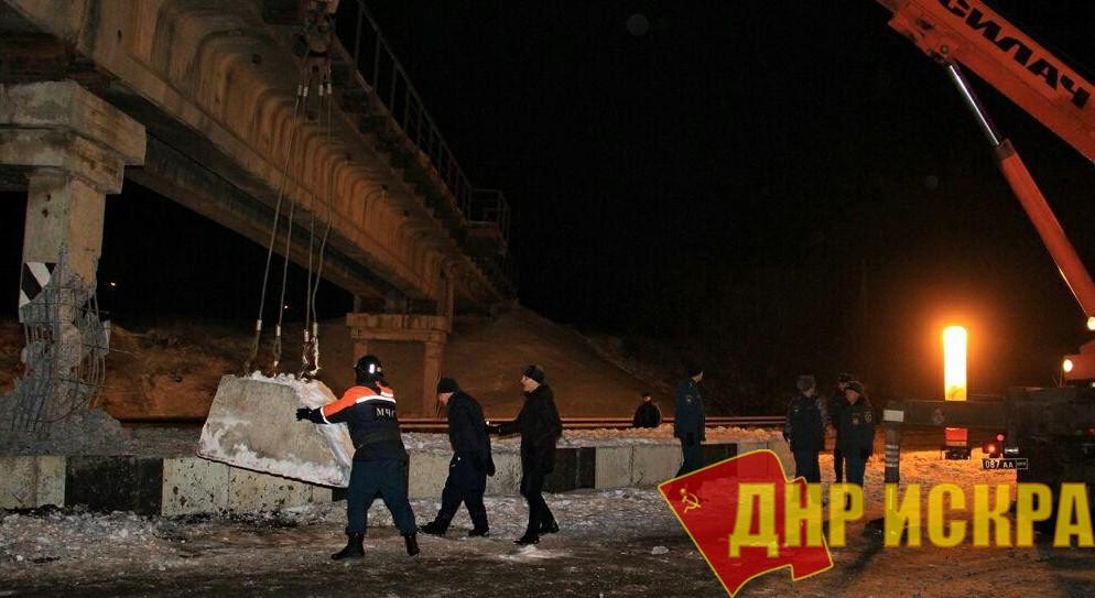 ДРГ взорвала жд-мост в Донецке. Мост устоял