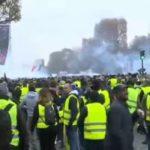 В акции протеста во Франции приняли участие 84 000 «жёлтых жилетов»
