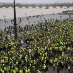 Во Франции прошла юбилейная акция «Желтых жилетов»