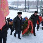 Сегодня на Ленинской горке прошло возложение цветов и венков к памятнику В. И. Ленину.
