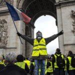 Пресс-секретарь правительства Франции бежал от «жёлтых жилетов»