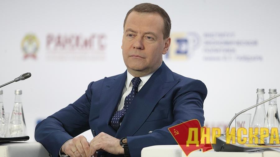 Премьер-министр предрёк российской экономике «мощную гравитацию»