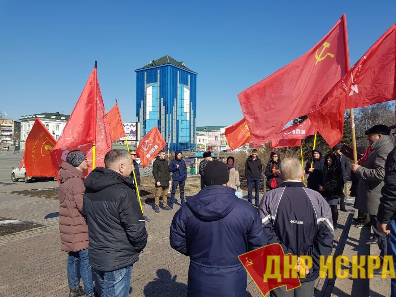 В Находке прошли автопробег и пикет ко дню рождения Красной Армии