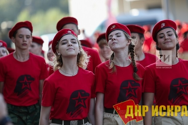 """Патриотичная молодёжь """"Юнармии"""" с """"говорящими"""" орлами на футболках"""