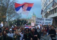 В центре Белграда проходит многотысячная акция протеста