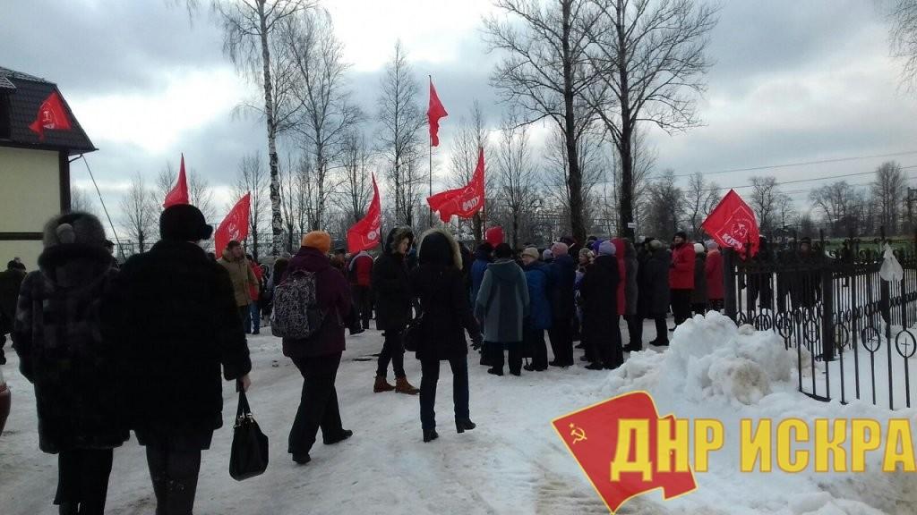 Протест с политиками и «вне политики». Митинг врачей в Окуловке (Новгородская область): как это было?