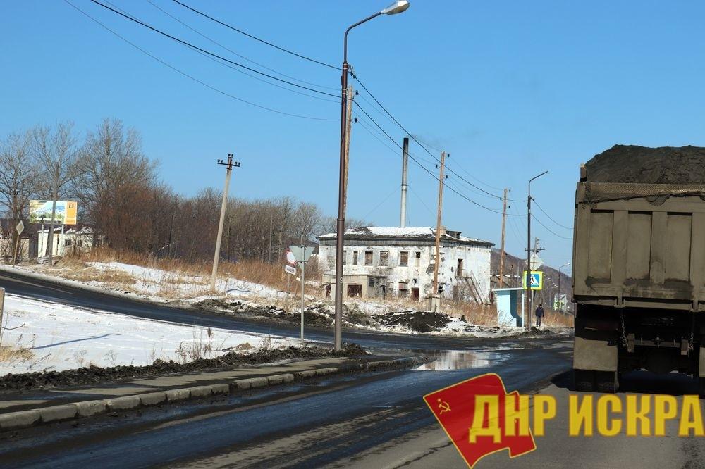 Макаров – работы нет, сажа на улицах и разрушенные корпуса больницы