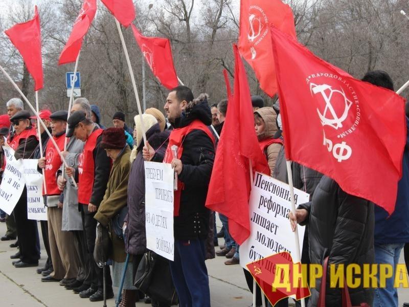 Коммунисты Калмыкии провели митинг в защиту прав граждан