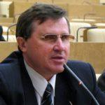 """Олег Смолин: """"В нашей стране не правящая партия формирует правительство, а наоборот"""""""