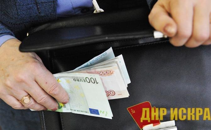 Российские чиновники богатеют, загоняя страну в нищету