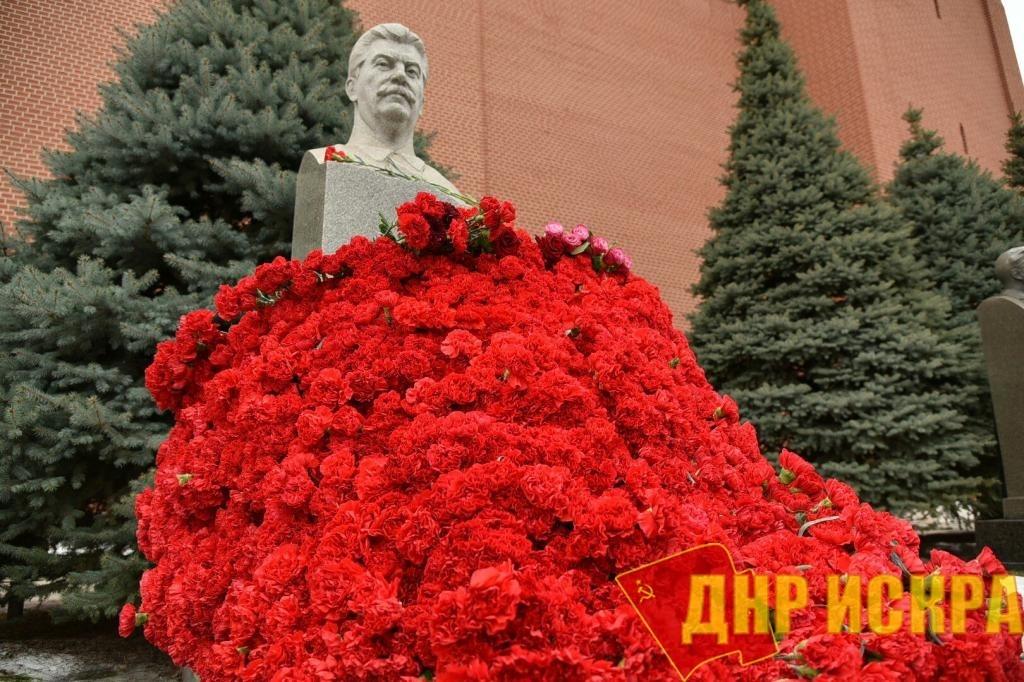 В годовщину смерти Сталина в Москве прошли ежегодные акции. Задержали двоих активистов «Декоммунизации»
