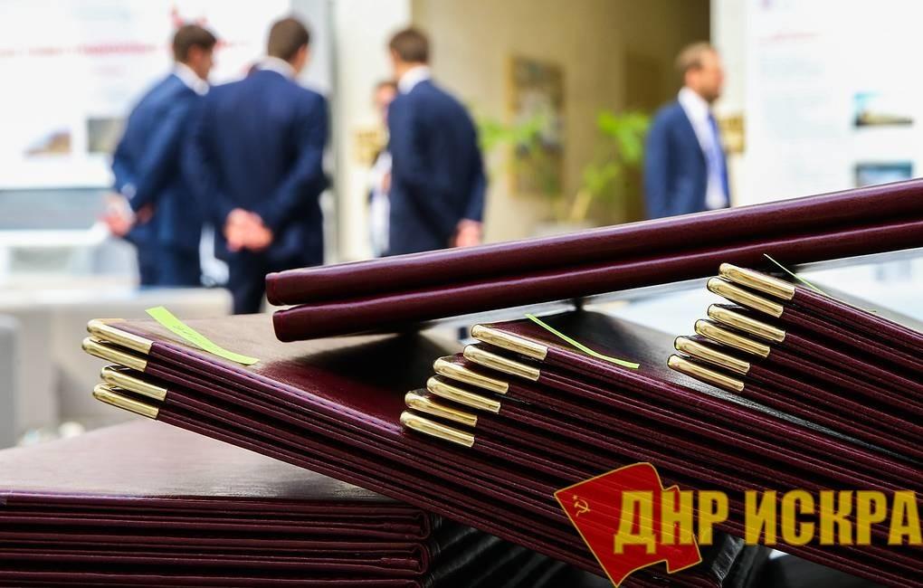 Более 1 тыс. российских чиновников занесены в реестр коррупционеров с начала 2018 года