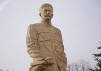 В Северной Корее открыт золотой памятник Иосифу Сталину